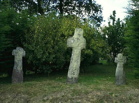 20541774les trois croix jpg