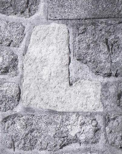 Eglise stpierre la chapelle chaussee sarcophage coquillier