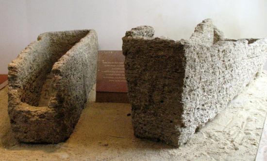 sarcophages-bais.jpg